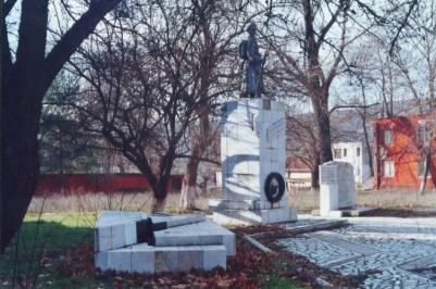 Μνημείο πεσσόντων εθελοντών και οστεοφυλάκιο - Krumovgrad